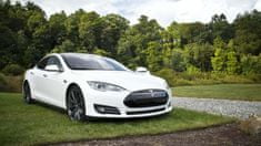 Stips.cz Projeďte se v limuzíně s duší supersportu: Jízda v Tesla Model S