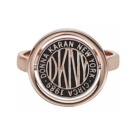 DKNY Štýlový prsteň s logom Token New York 5520040