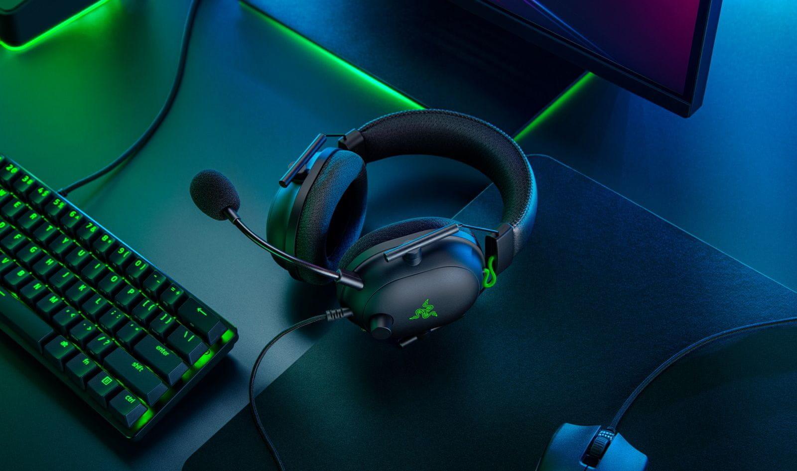 Sluchátka Razer BlackShark V2 (RZ04-03230100-R3M1), 50mm měniče,  Razer, paměťová pěna, Razer HyperSpeed prostorový zvuk THX, odolná lehká konstrukce, drátové