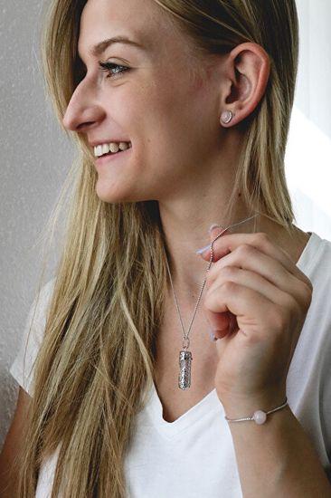 Engelsrufer Elegantna ogrlica z obeskom in lazuritom velikosti M ERN-HEAL-LP-M (verižica, obesek) srebro 925/1000