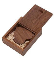 CTRL+C SET: Dřevený USB SRDCE + dřevěný box, ořech, 8 GB, USB 2.0