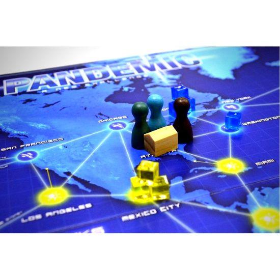 Z-Man Games družabna igra Pandemic angleška izdaja