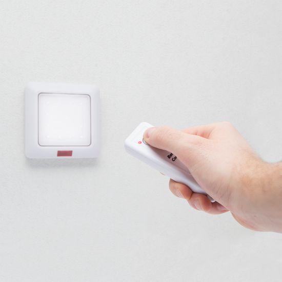 Delight Baterijska LED stenska svetilka 16 LED z daljincem