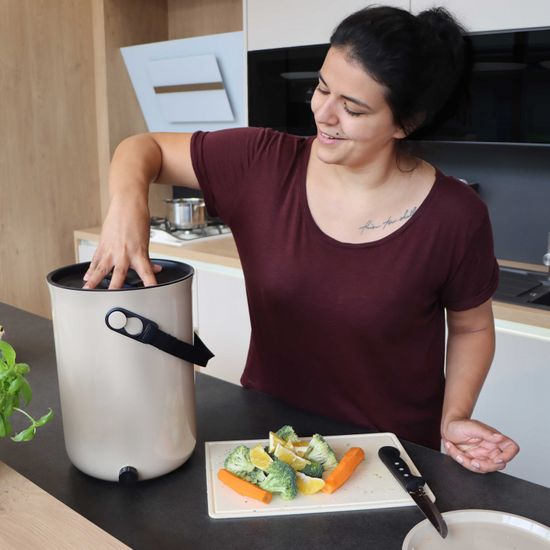 Skaza Bokashi Organko 2 kompostnik, 9,6 l, kremno bel + posip, 1 kg
