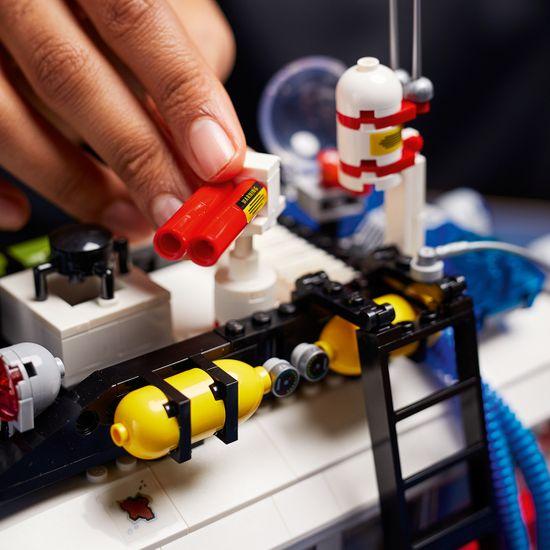 LEGO Creator Expert 10274 Krotitelé duchů – ECTO-1
