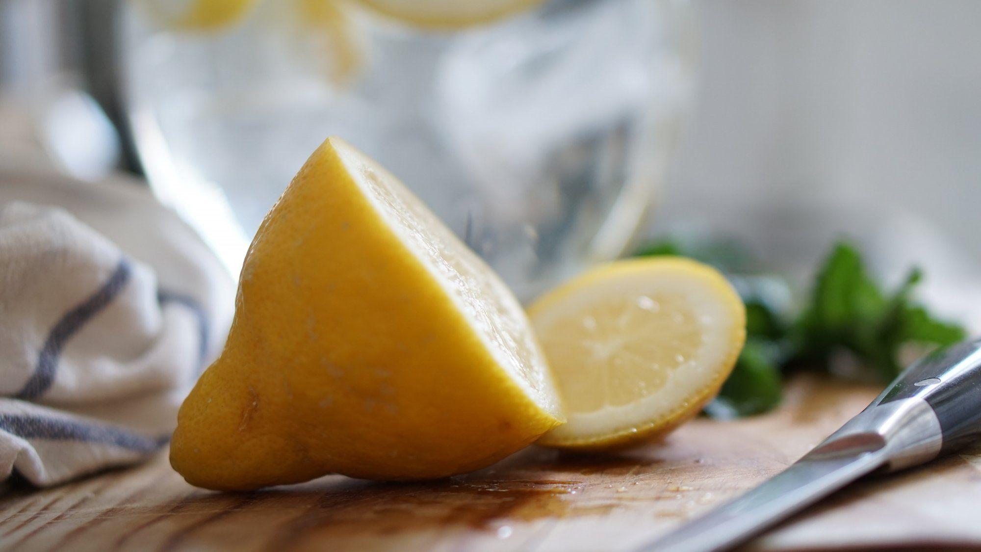 Čištění trouby za pomoci citronu