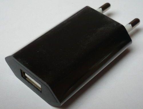 Robotic AR-1000 - Univerzálny USB sieťový adaptér 5V / 1A - čierny