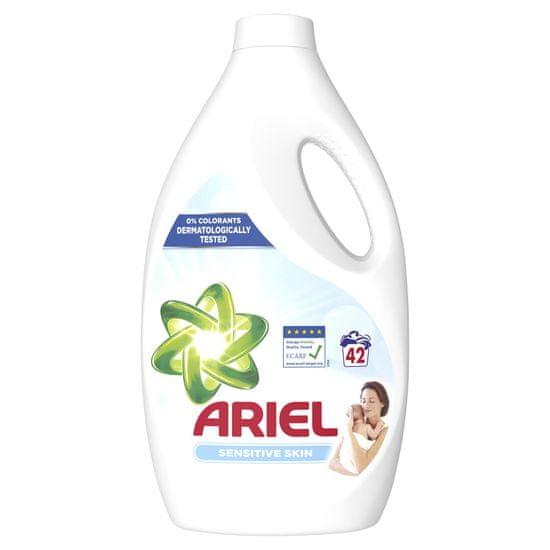 Ariel Sensitive folyékony mosószer 2,31 l, 42 mosás