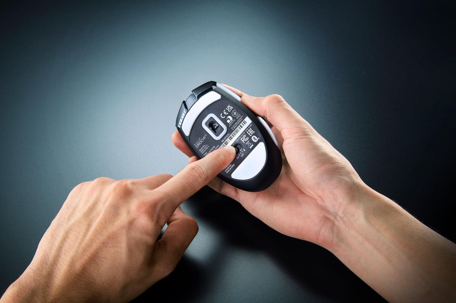 Herní myš Razer Deathadder V2 Pro (RZ01-03350100-R3G1) symetrické řešení