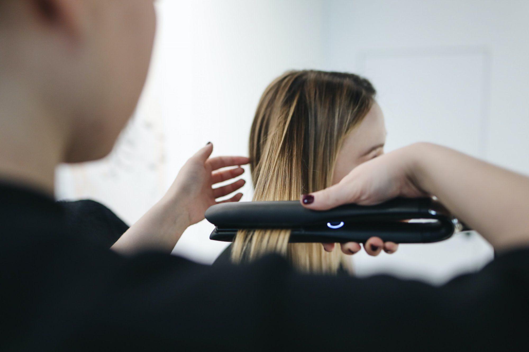 Jak vybrat žehličku na vlasy
