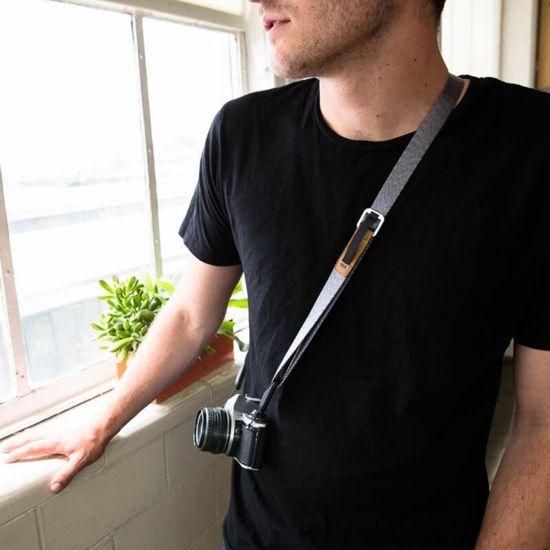 Peak Design Peak Design Leash - Ash (L-AS-3) večnamenski trak za manjše DSLR-je ali mirrorless fotoaparate