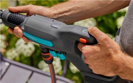 Nastavljiv tlak vode in nežen način mehkega čiščenja Soft-clean