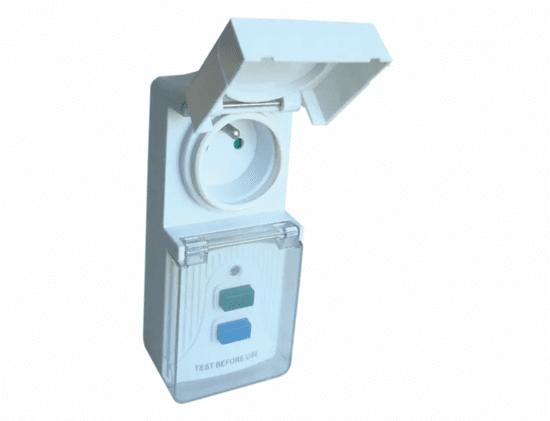 Tracon Electric Zásuvkový adaptér s proudovým chráničem IP44 s chranicom
